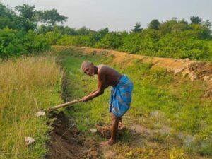 Laungi Bhuiyan the Indian Canal Man, digs impressive  1.9-Mile Canal independently for 30 years to fight drought, draws comparison with Manjhi-The Mountain Man. (Videos)