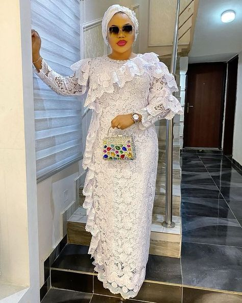 Read more about the article 8 White Lace Dress Styles Nigerian, Ankara Designs and other beautiful dresses (video)