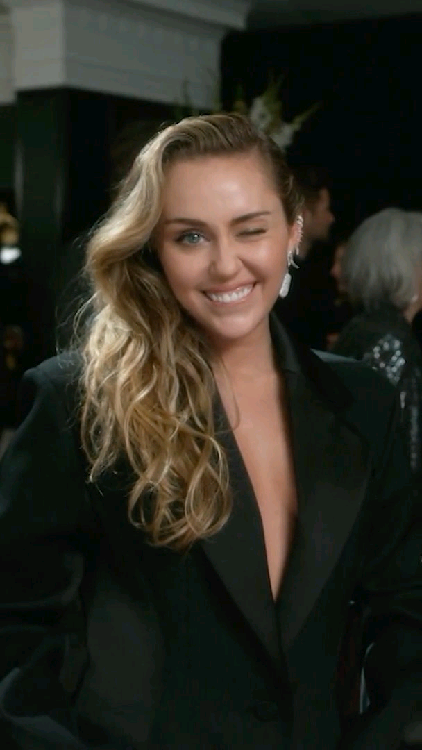 Read more about the article Miley Cyrus Presents Stand By You